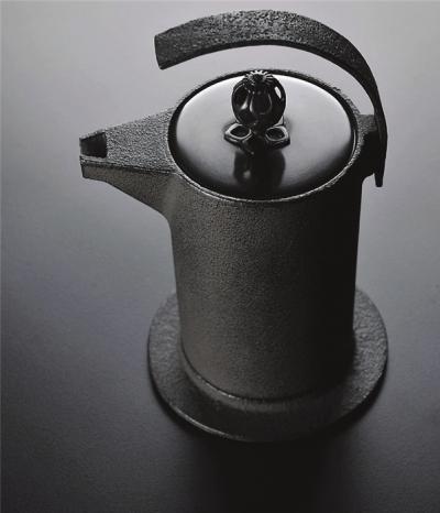 这是被纽约现代美术馆收藏的一款设计,是黑川雅之为g